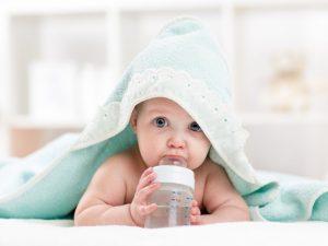 acqua ai neonati
