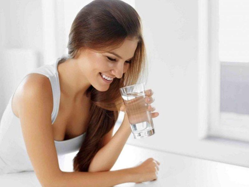 Bere acqua fa dimagrire?