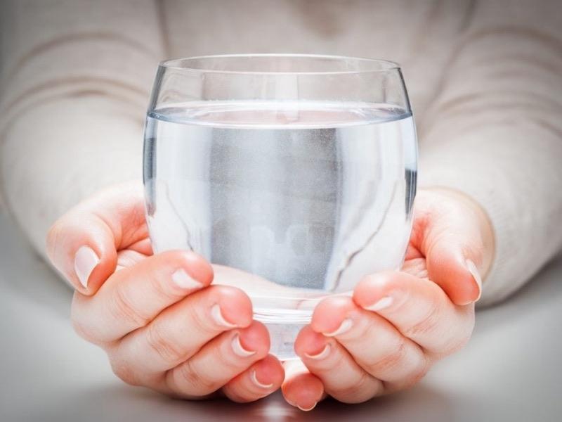 Quale acqua bere per i calcoli renali?