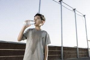acqua per i bambini che fanno sport
