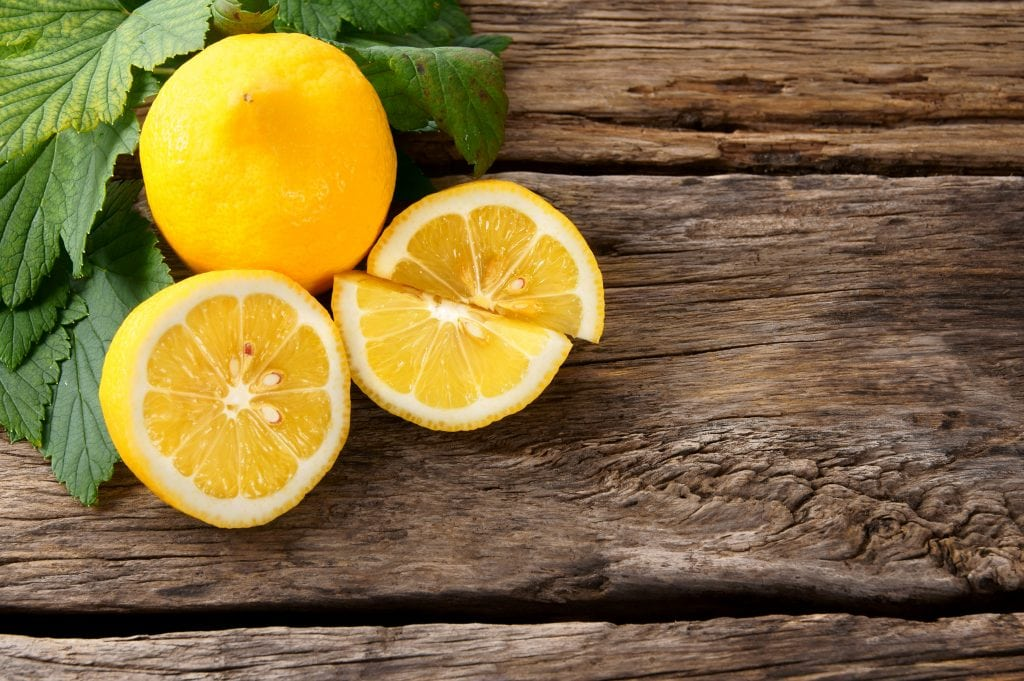 Frutta e verdura di stagione spesa di dicembre limone