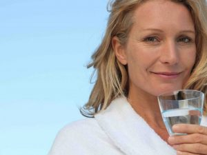 Quale acqua bere in menopausa?