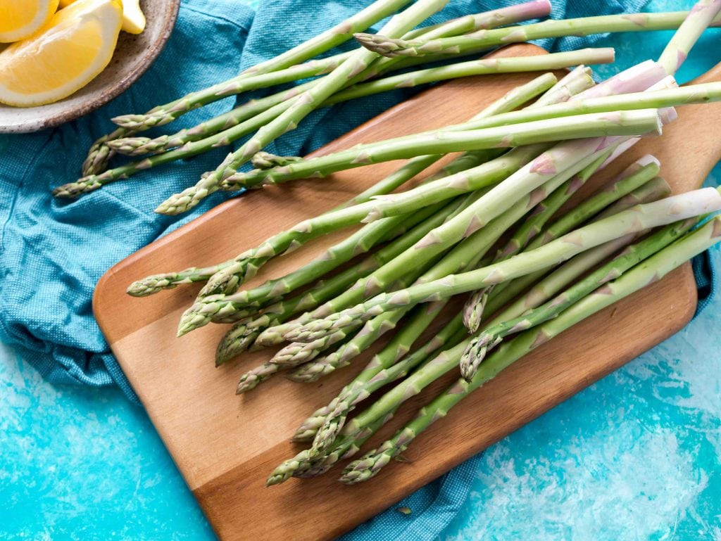 Frutta e verdura di stagione spesa di marzo asparagi