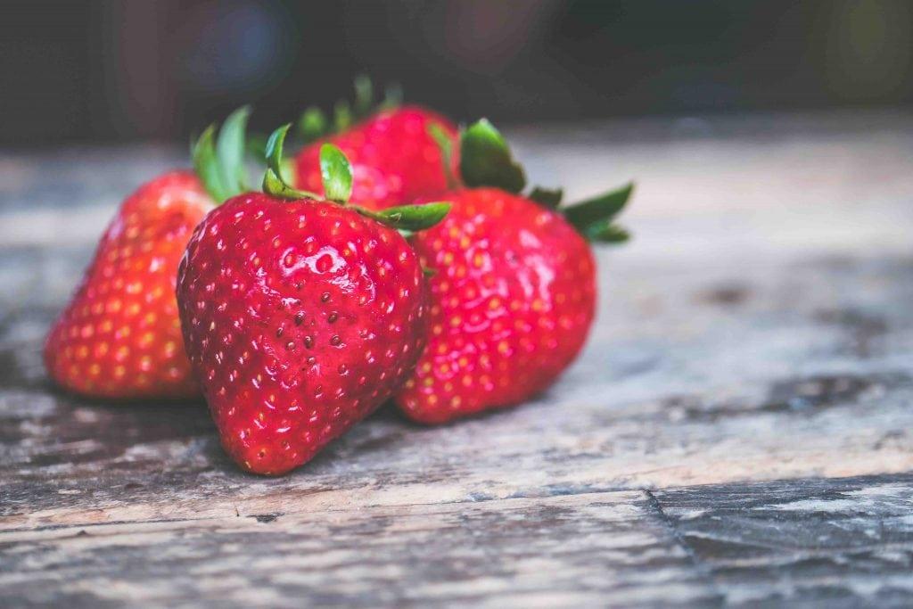 Frutta e verdura di stagione: la spesa di aprile fragole