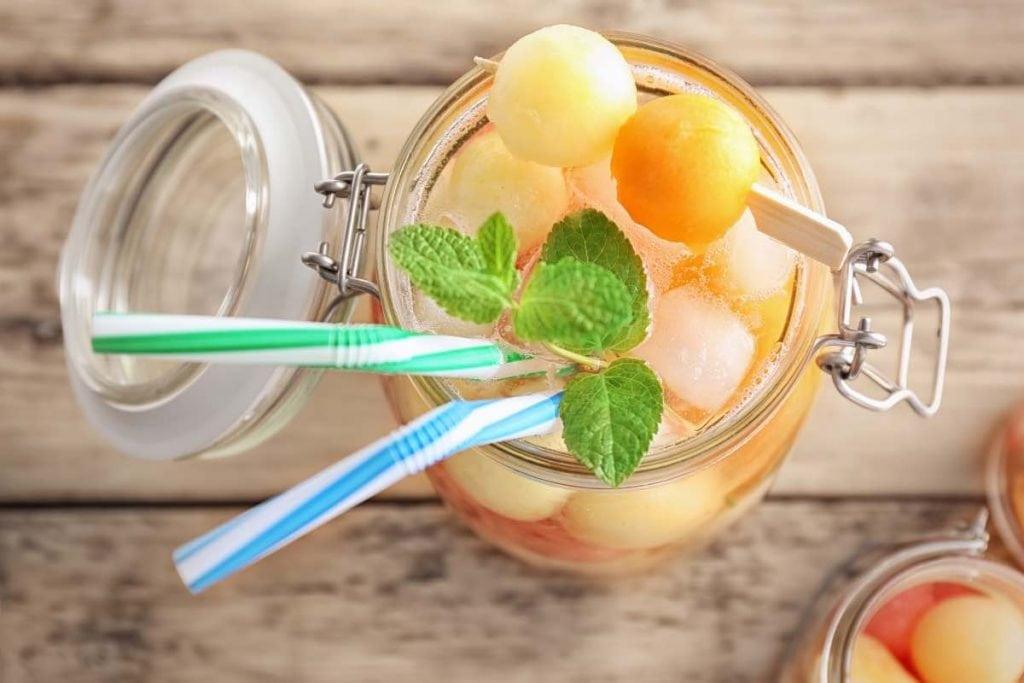 acqua detox dimagrante pancia piatta con ananas, melone e cetriolo