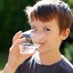 Acqua ricca di calcio per bambini