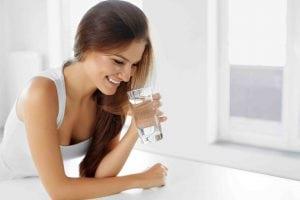 Dimagrire con l'acqua verità e falsi miti