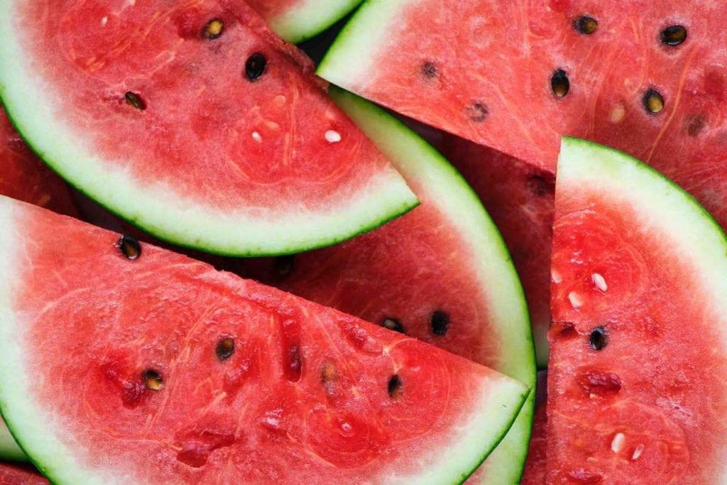 Frutta e verdura di stagione spesa di luglio cocomero