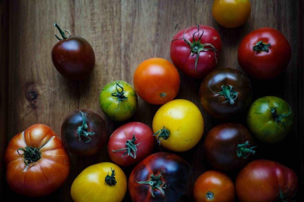 Frutta e verdura di stagione la spesa di agosto pomodori