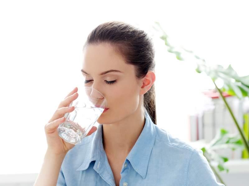 Bere troppa acqua fa male