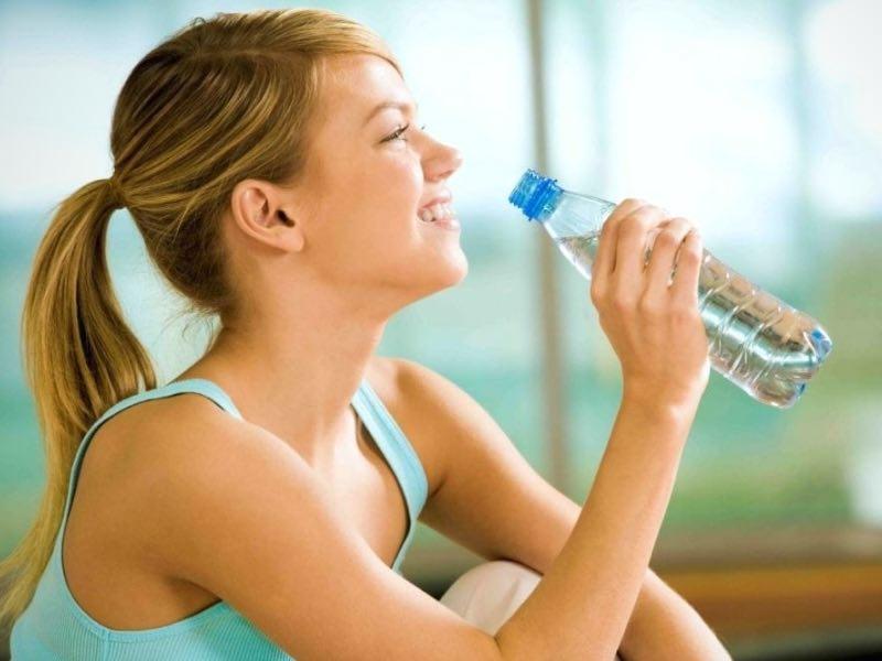 Acqua ricca di sodio, proprietà e benefici