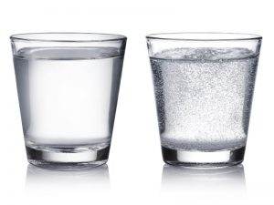 Eliminare l'acido urico, va bene l'acqua gassata?