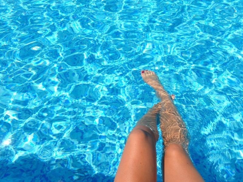 Caviglie gonfie quale acqua bere